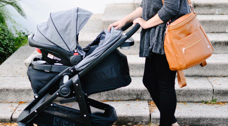 5 Reasons You Need to Get Yourself Diaper Bags When Going for a Walk
